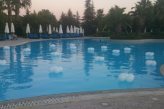 Μπαλόνια με Led στην Πισίνα